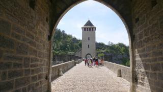 Cahors: sur le Pont Valentré, on y danse